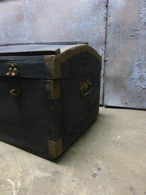Oude Koffer Kist.Zwarte Kist Bol Deksel