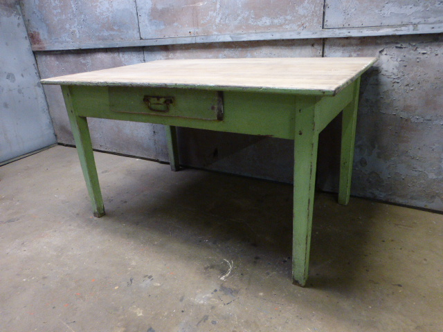 Eiken tafel oude groene verf