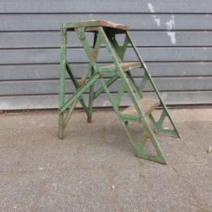 vintage industrieel trapje opstapje oude verf