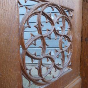 eiken knielbankje decoratief element houtsnijwerk